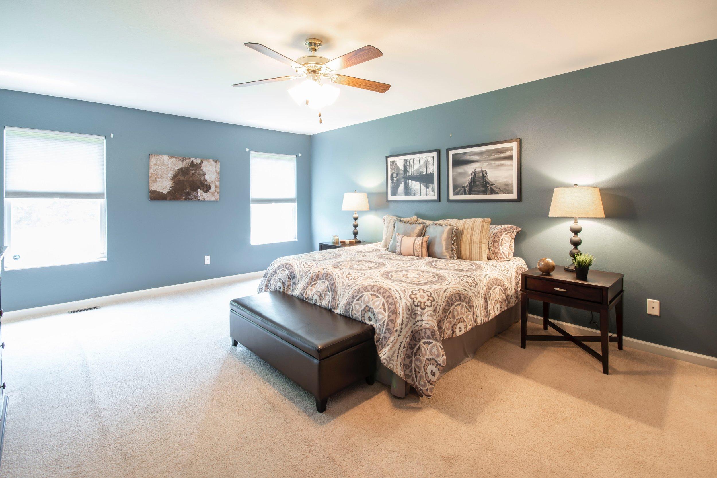 bed-bedroom-ceiling-1864901.jpg