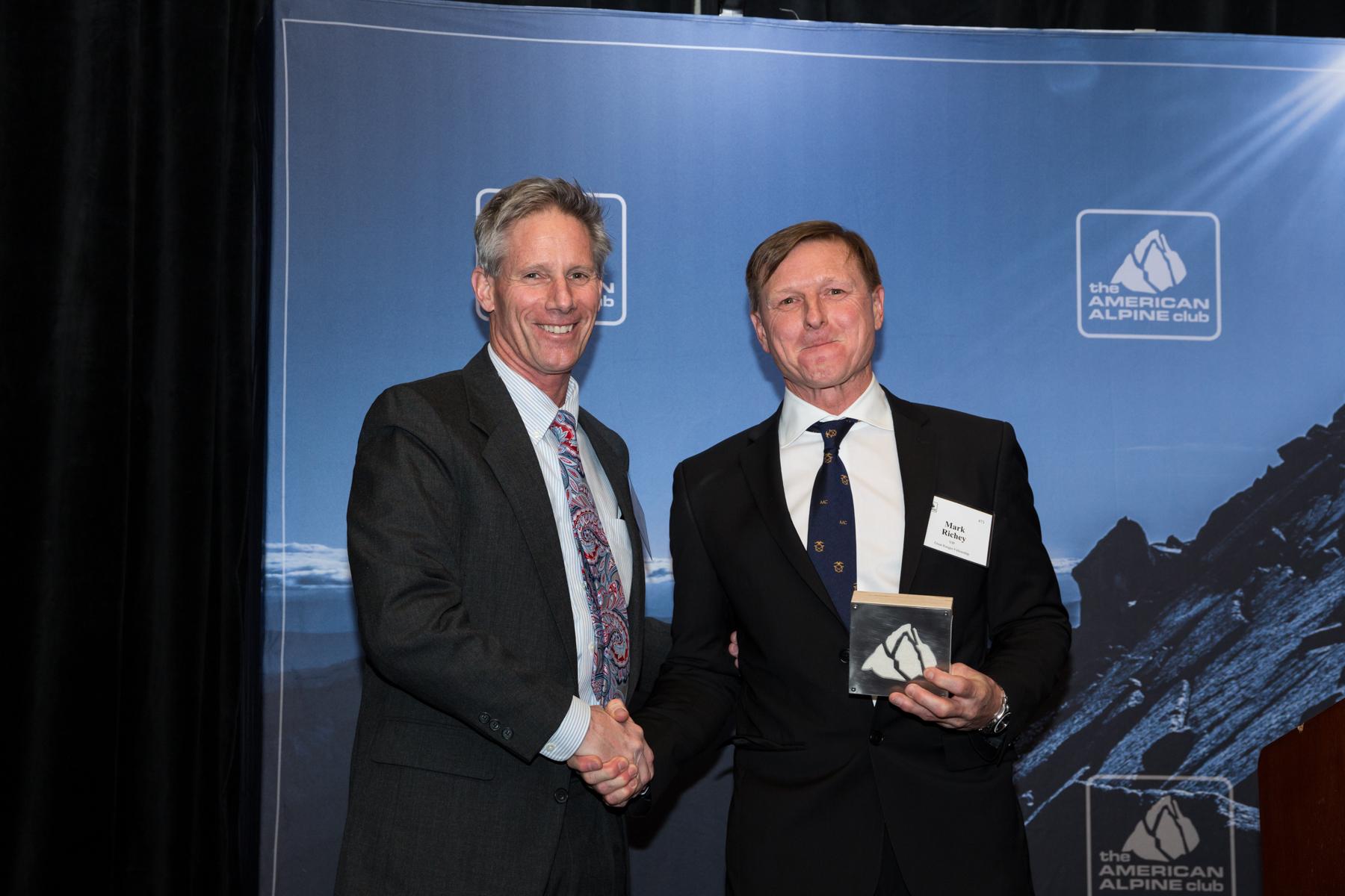 AAC President Matt Culberson presenting Mark Richey's Award. Photo: Tegra Nuess