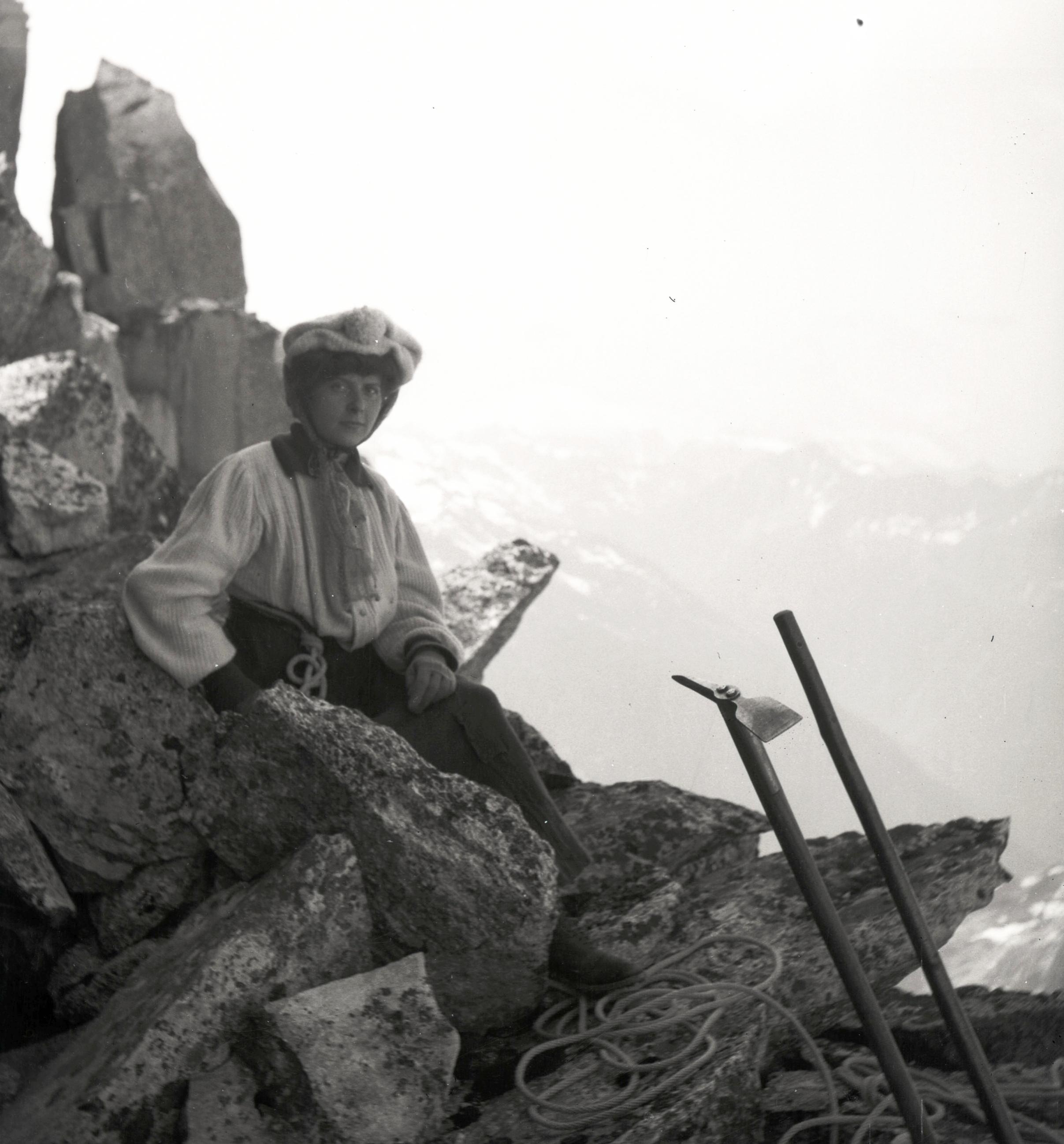 Women in climbing, circa 1905