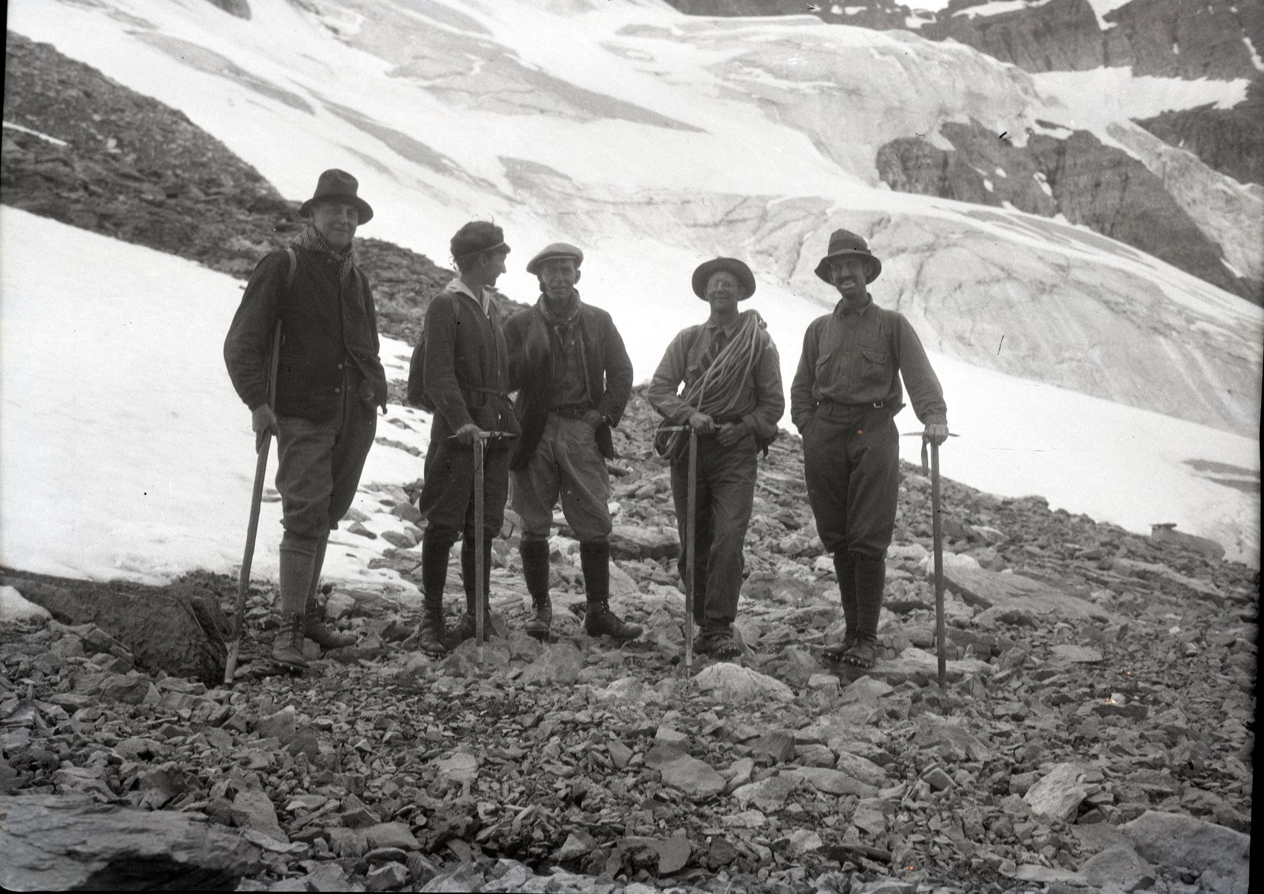 Climbing group on Mount Odaray