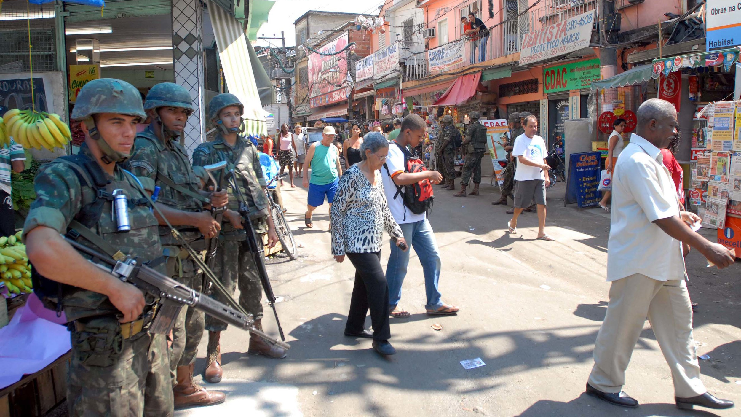 Patrolling Complexo do Alemão, the largest favela in Rio. (Source:  Wikimedia Commons )