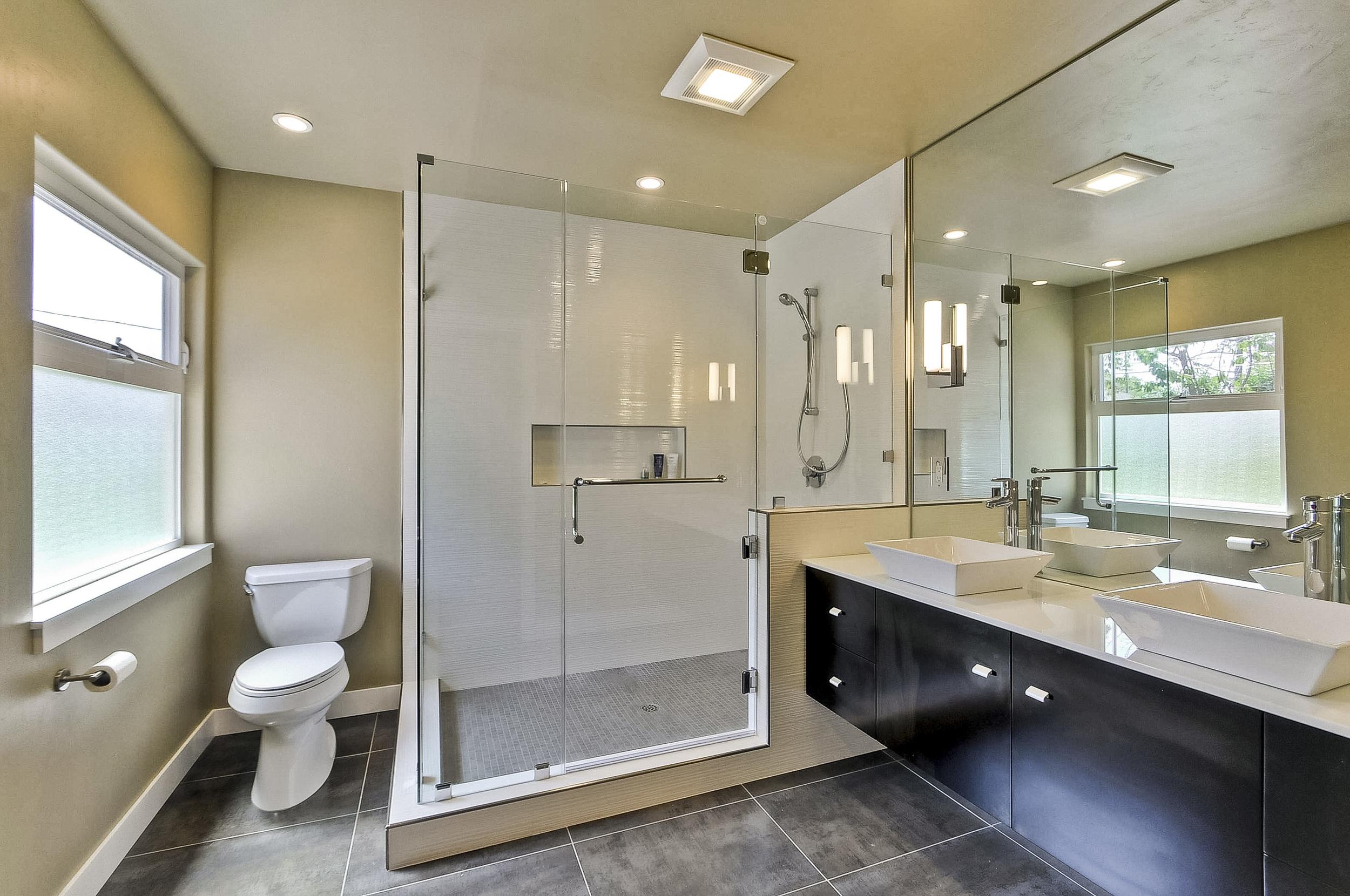 Master Bathroom         1 (3).JPG