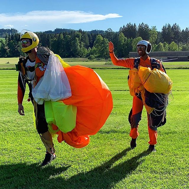 Ein Traum geht in Erfüllung. AFF Fallschirm Grundkurs bestanden🤘🏾 #fullstorycomingsoon #parachutejump #goodvibes