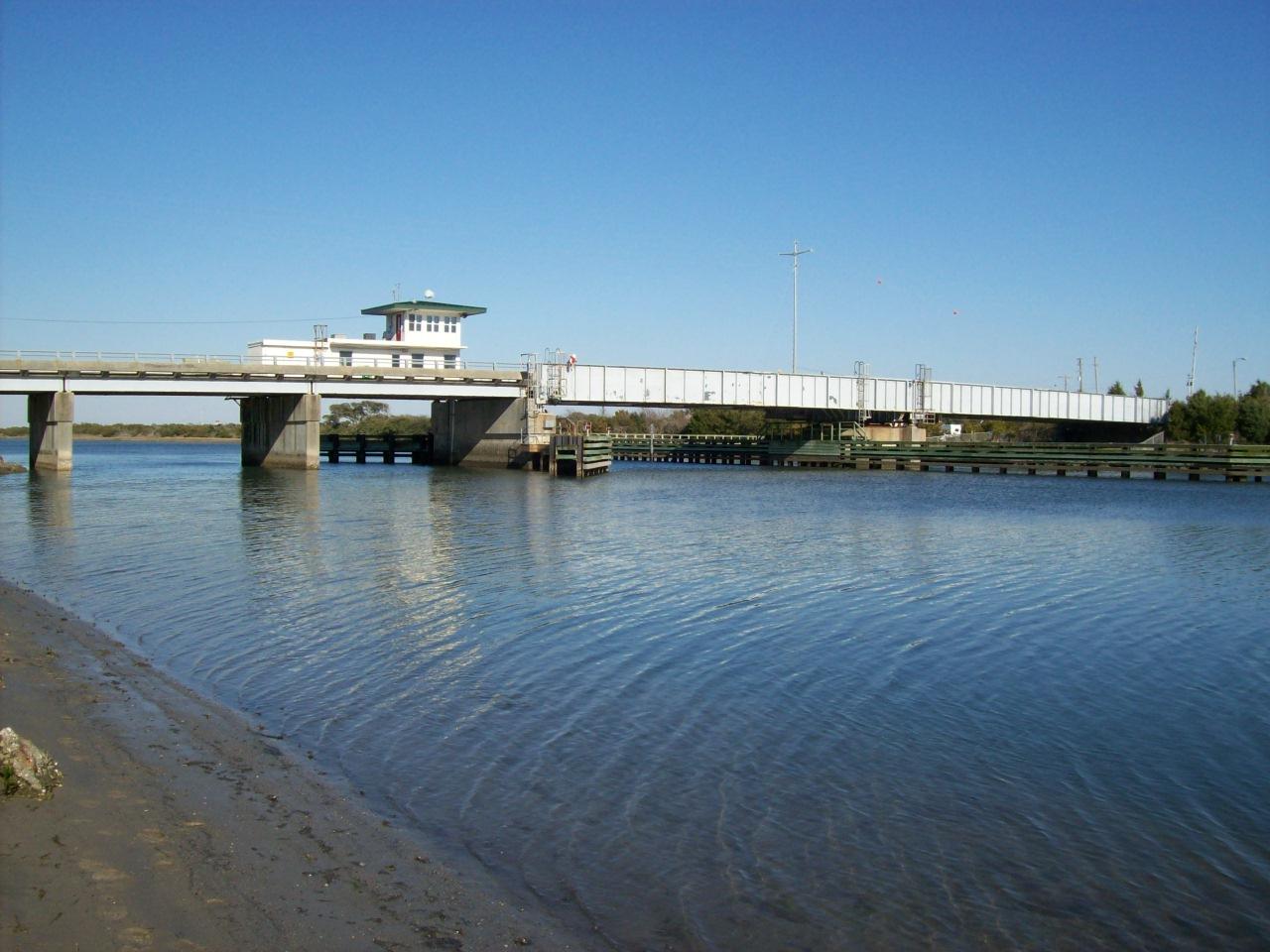 Onslow Beach Bridge 020.jpg