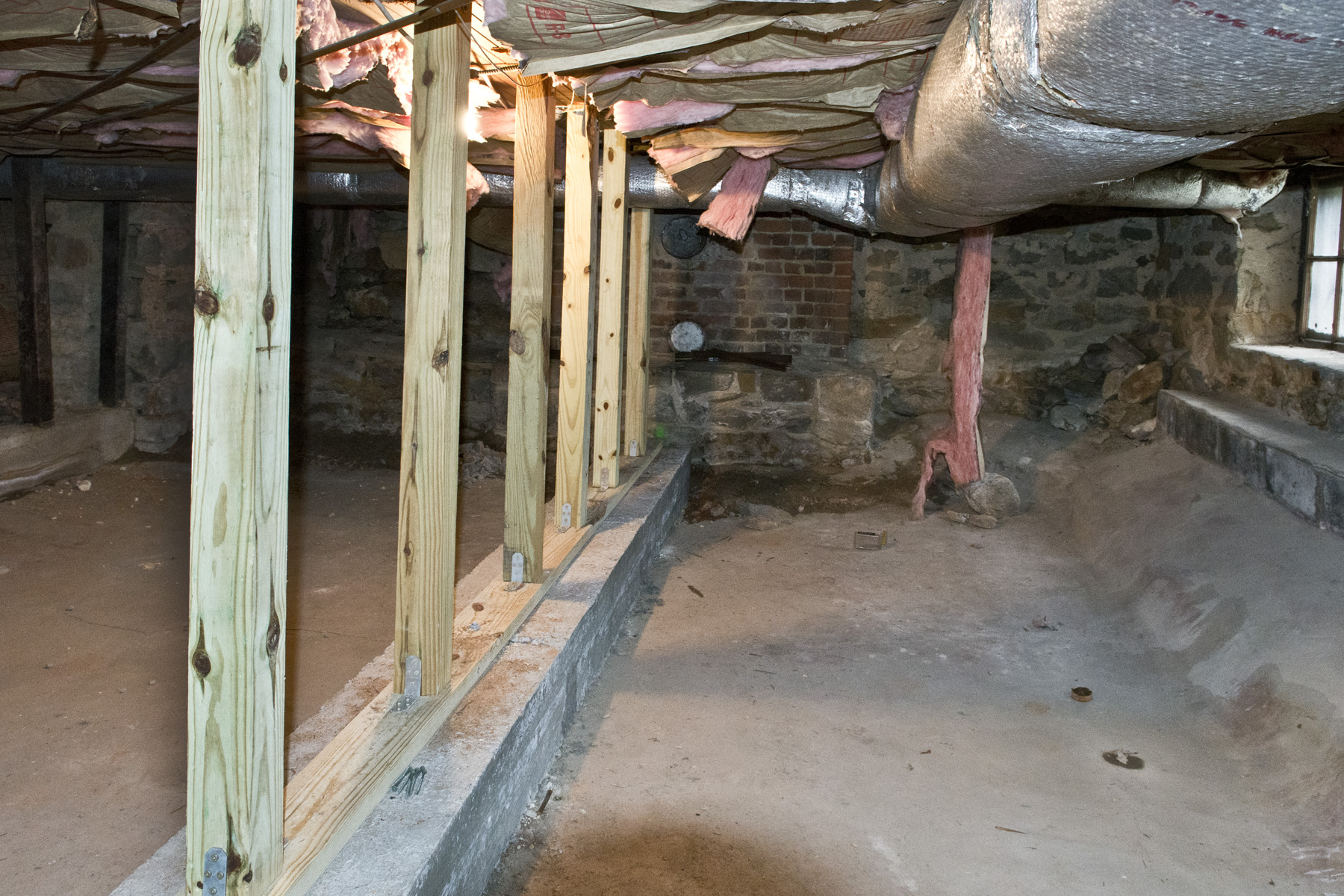 New structural supports under Haywood House