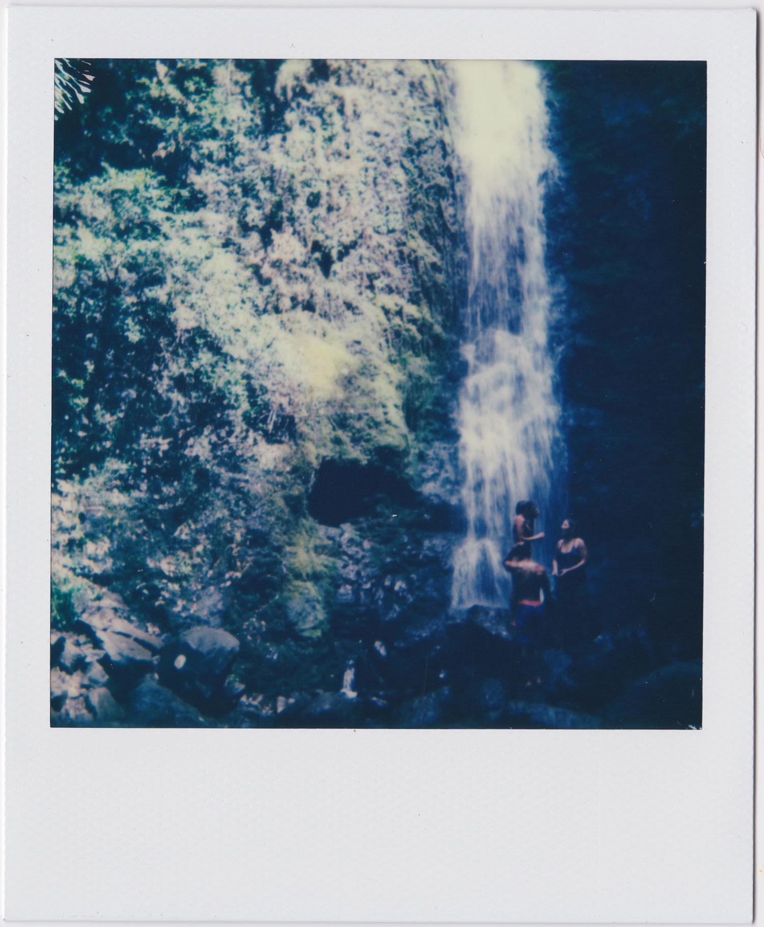 whoiscx_christina_choi_photography_polaroid_film_hawaii_waterfall_10.jpg