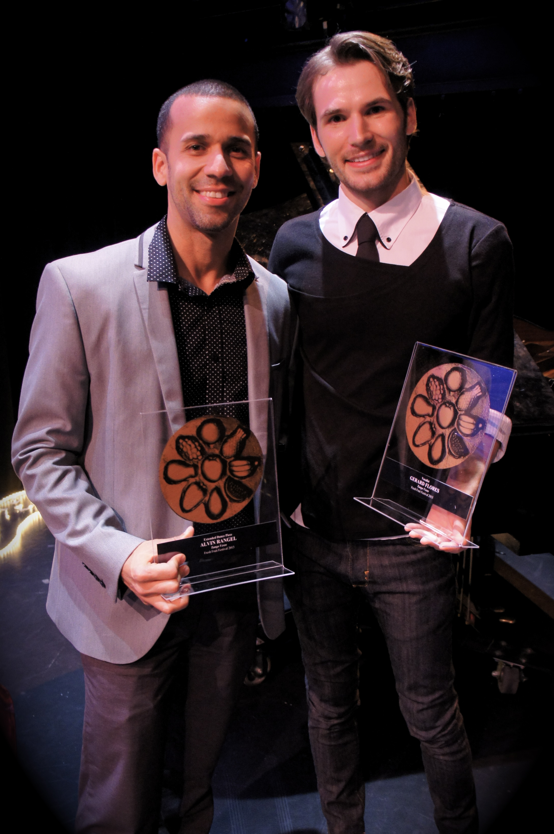 "Receiving Award for best Vocalist in ""Tango Vesre"". NYC, 2014"