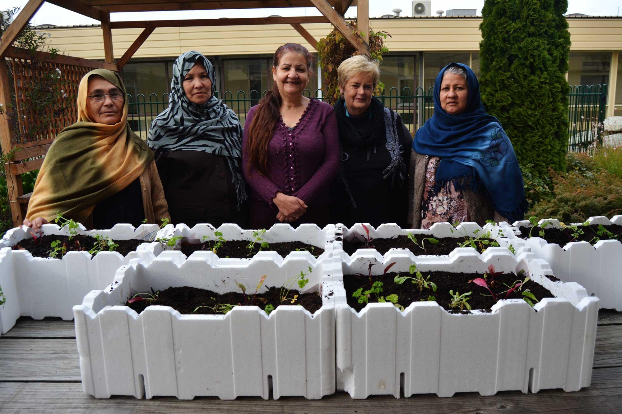 HSS-veggie-gardens_Ellen-Clark-and-participants-w.jpg