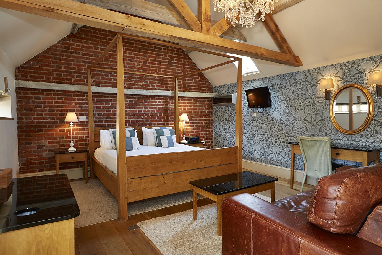 fox inn bury hotel photography interior photography property photography old english inns oei greene king bedroom dining bed.jpg