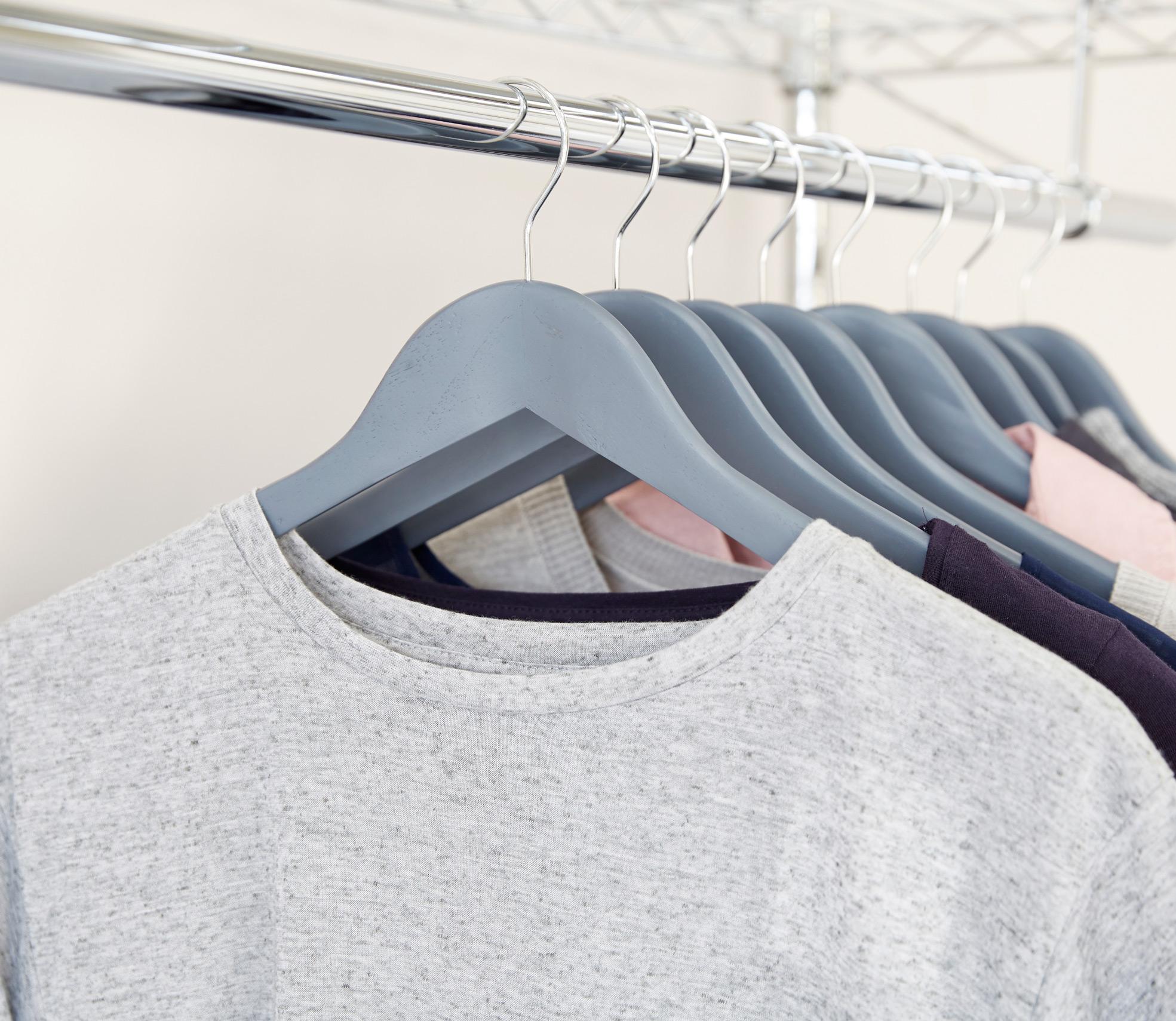 grey_hangers_rail.jpg