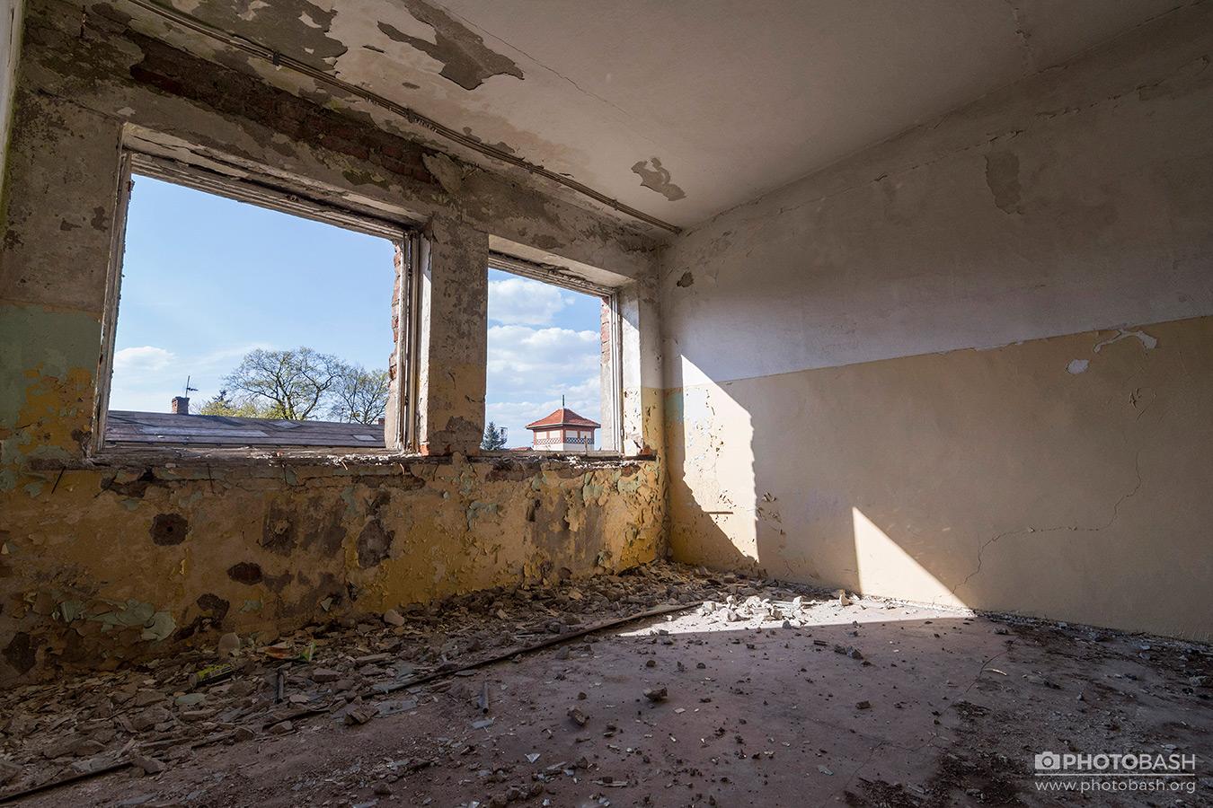 Abandoned-Interiors-Derelict-Room.jpg