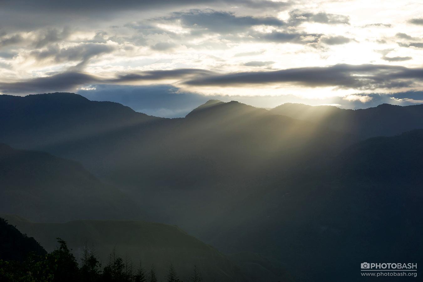 Alishan-Mountains-Misty-Valley-Godrays.jpg