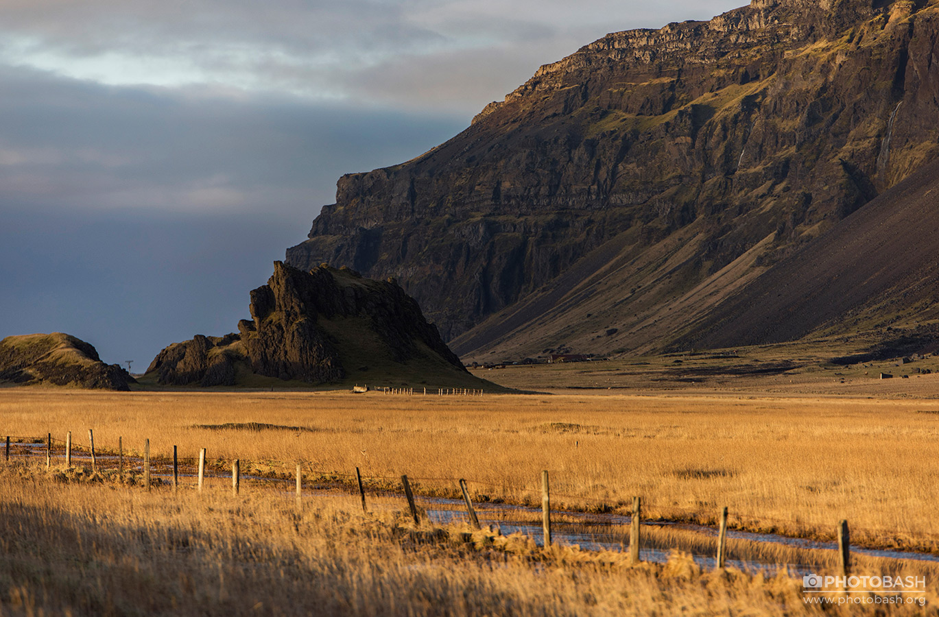 Iceland-Mountains-Dry-Grass-Fields.jpg