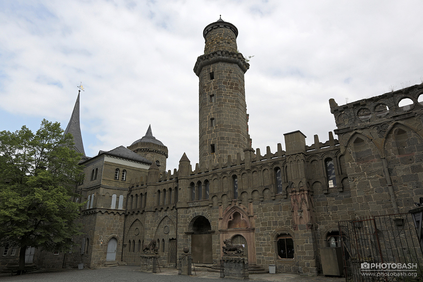 Lowenburg-Castle-Medieval-Siege-Tower.jpg