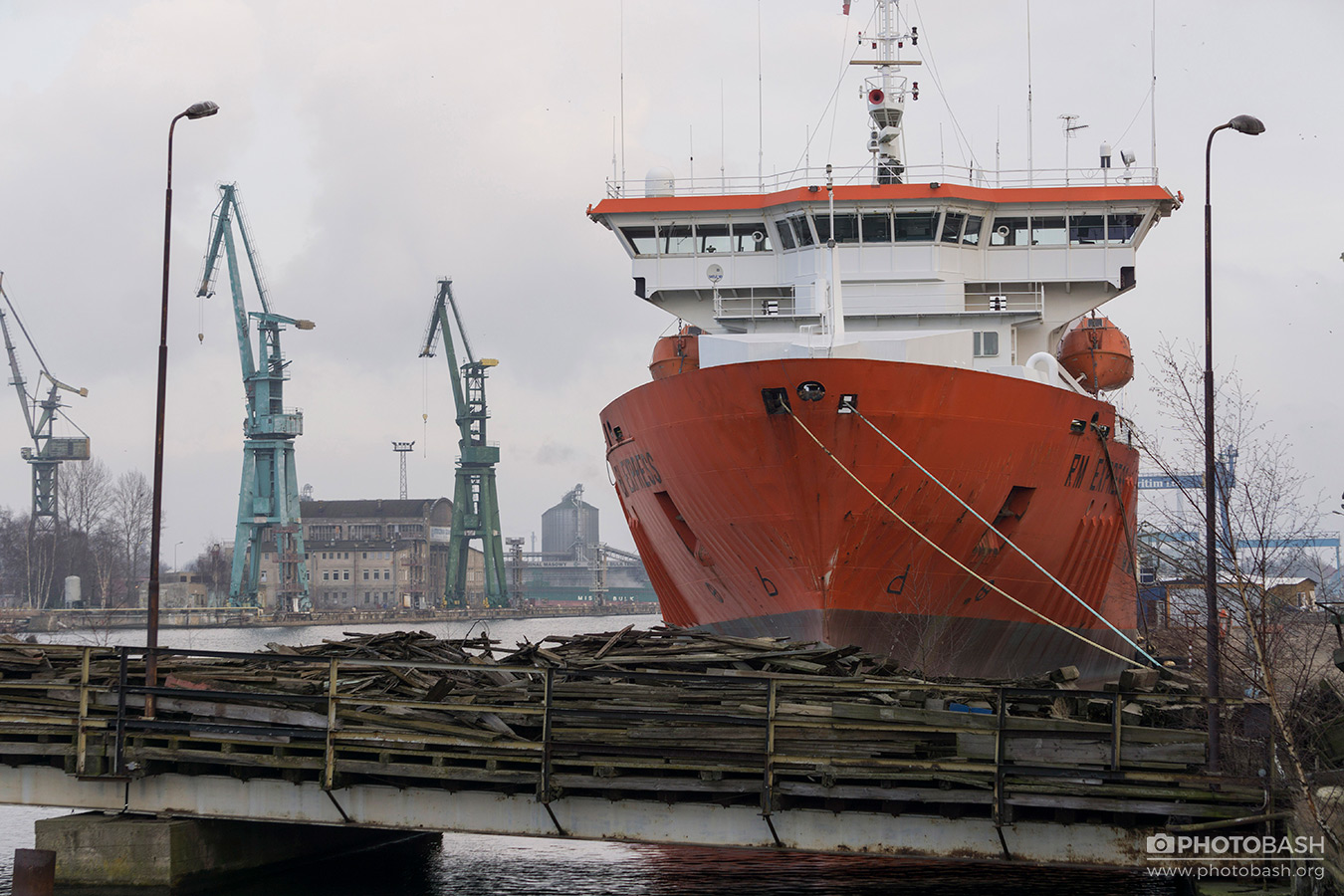 Shipping-Containers-Cranes-Boat.jpg