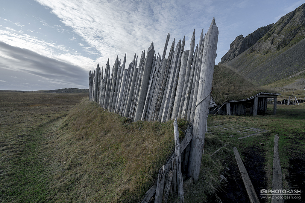 Viking-Outpost-Spiked-Wood-Fence.jpg