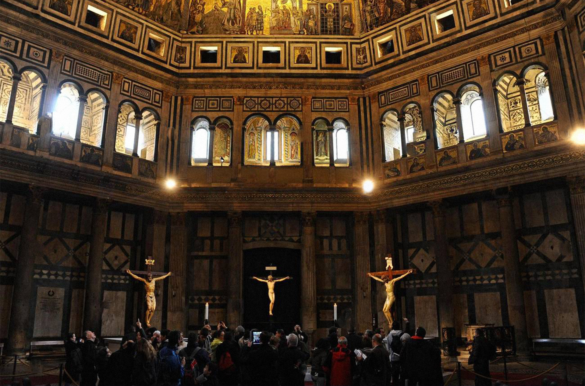 epa03456402-visitors-look-at-the-wooden-crucifixes-made-by-brunelleschi-FRTFB6.jpg