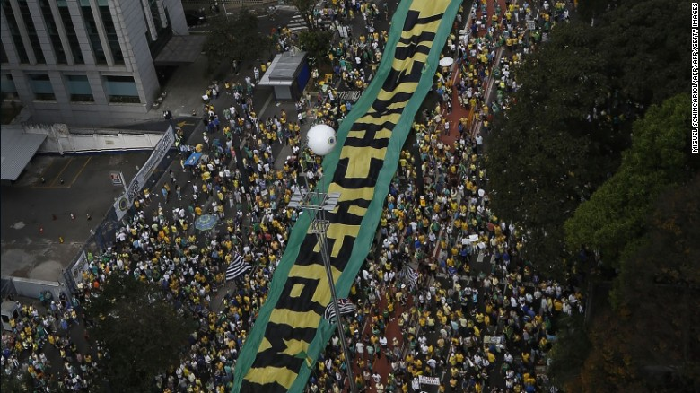 150816232212-brazil-rousseff-impeach-protests-exlarge-169.jpg