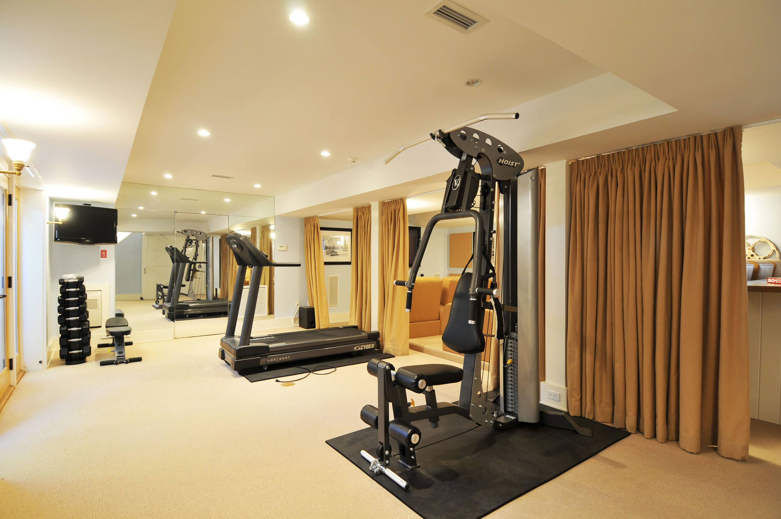 Barry#98008 gym.jpg