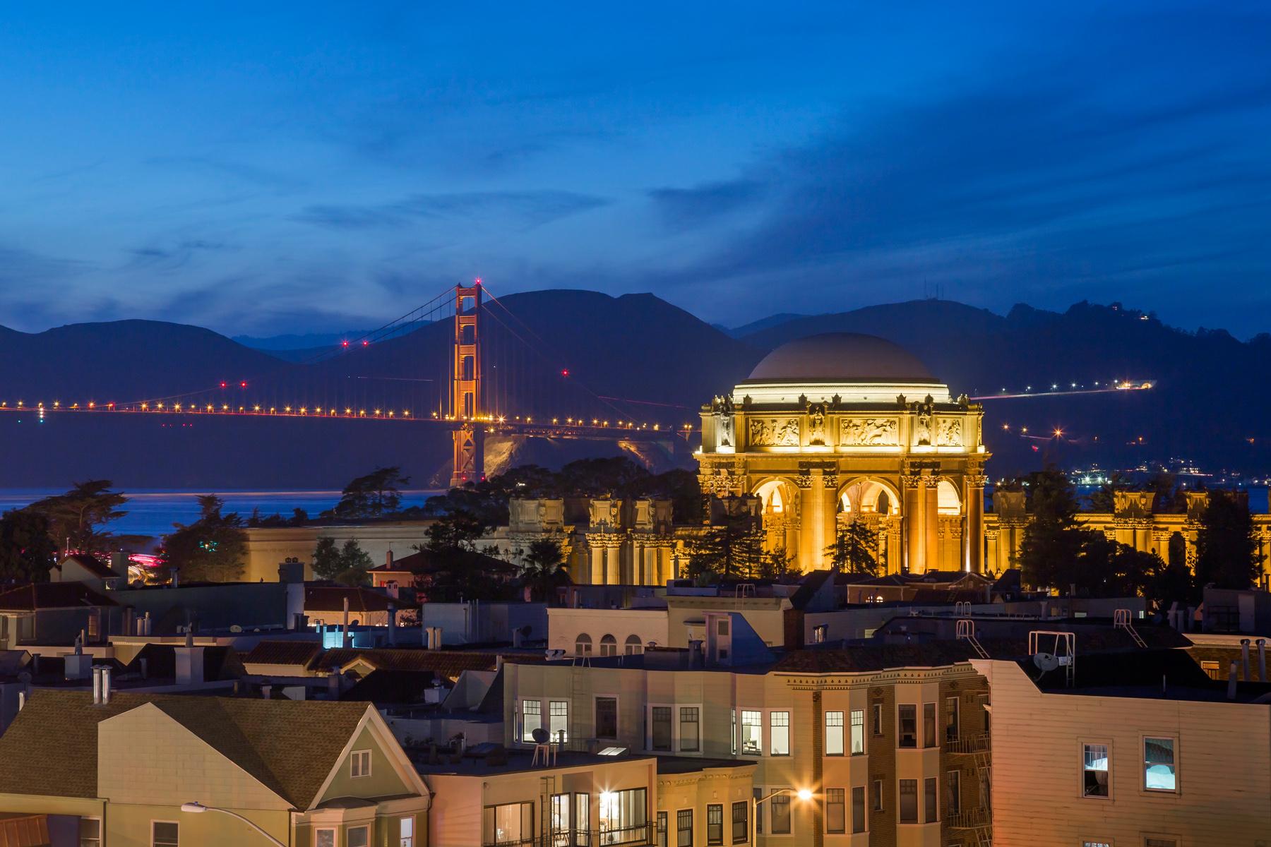 View_Night_GGB_Palace_Close_1570.jpg