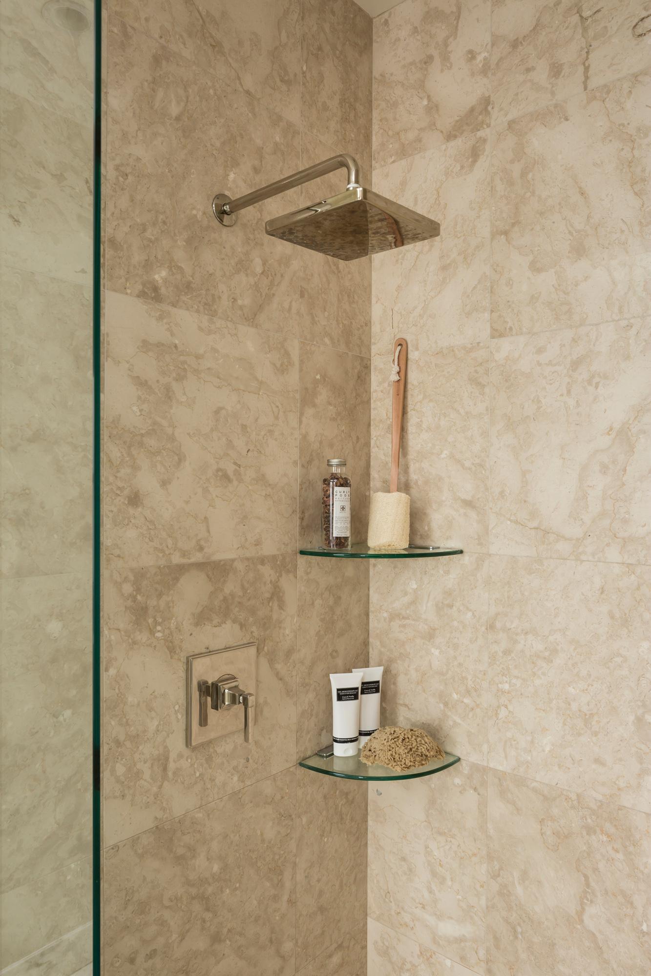 L2_Master_Bath_Shower_7673.jpg