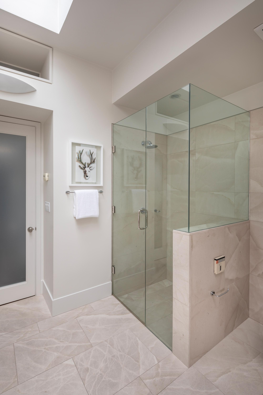 L3_Master_Bath_Shower_2310.jpg