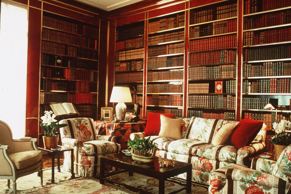 In this room, Albert Hadley kept the chintz in the library that Sister Parish designed for Brooke Astor's apartment on Park Avenue, but he tore out the walls and put in brass-fitted bookshelves.