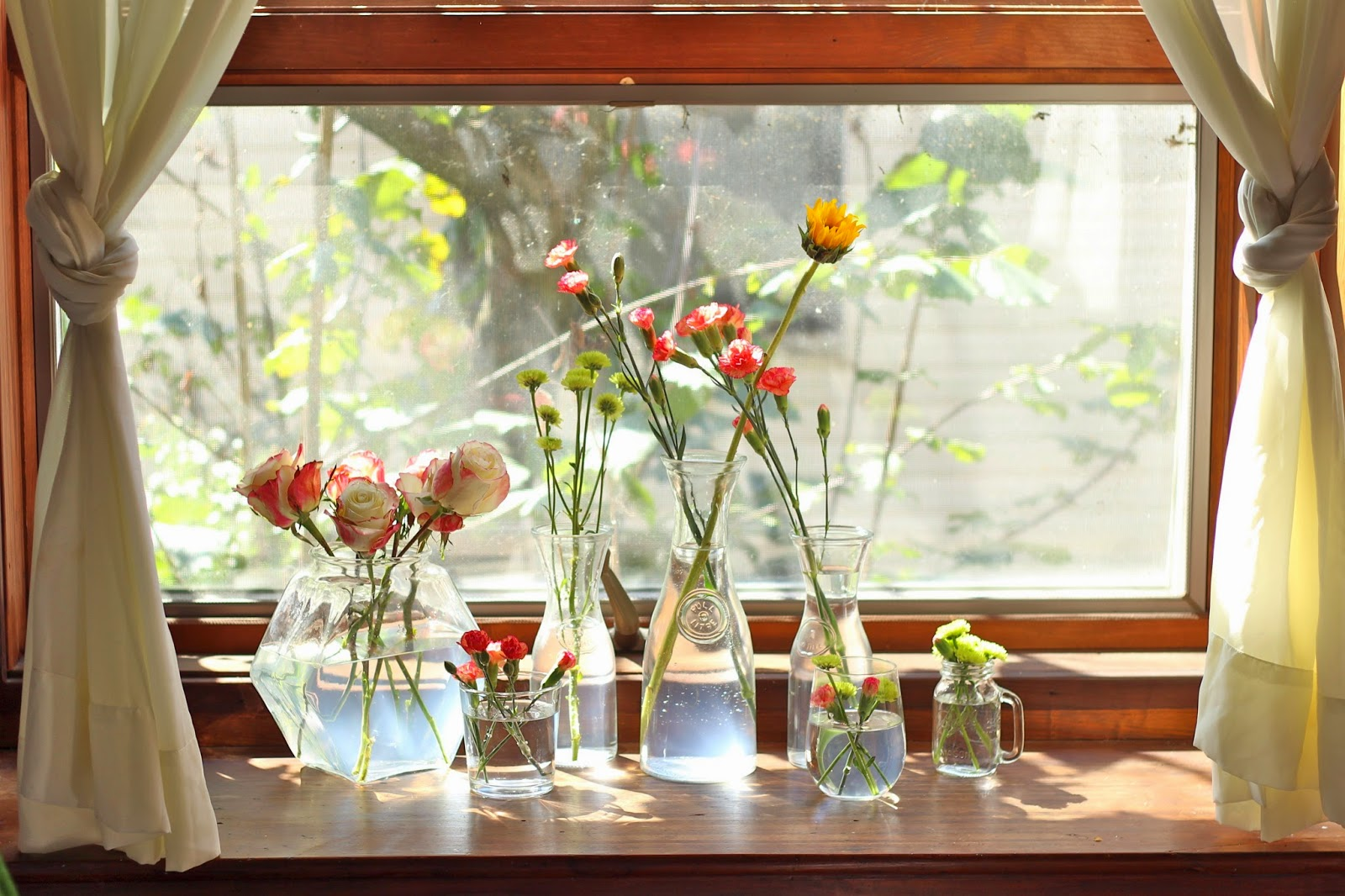 So everyone who knows my work knows how much I love bottles, jars and anything you can put flowers in. I would love the geometric vase in my living room.