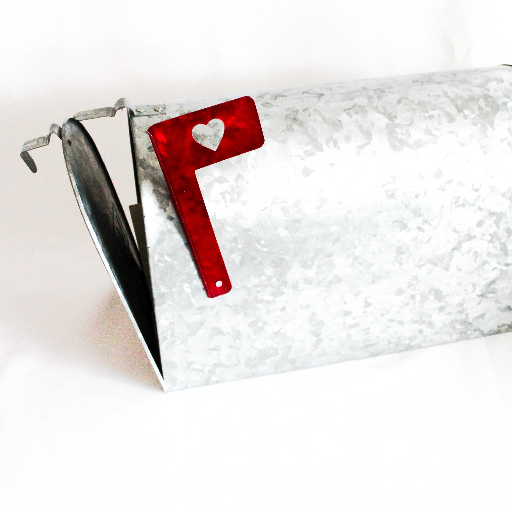 American Style Mailbox - This mailbox is a great alternative to a postbox and suits a variety of bold wedding themes. With a lovely red heart flag. It can be customised with a card sign or left plain and can holdu around 250 cards so plenty of space for even the largest wedding party!