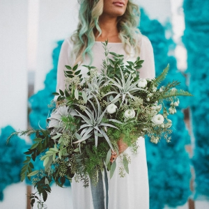 smoke bomb shoot // green wedding shoes