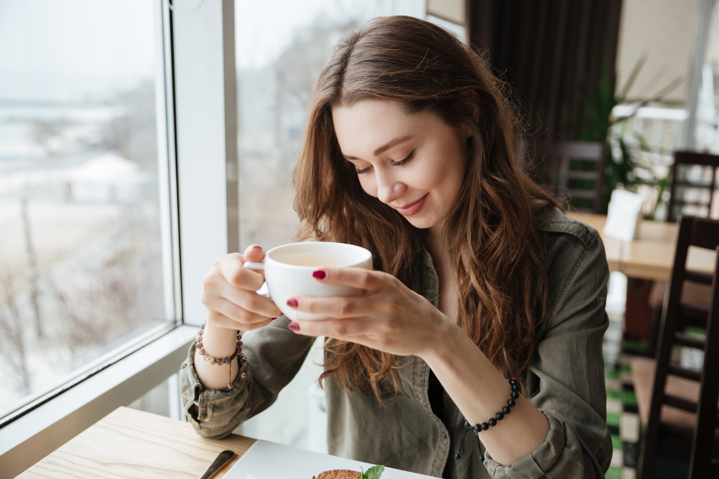woman at cafe drinking tea