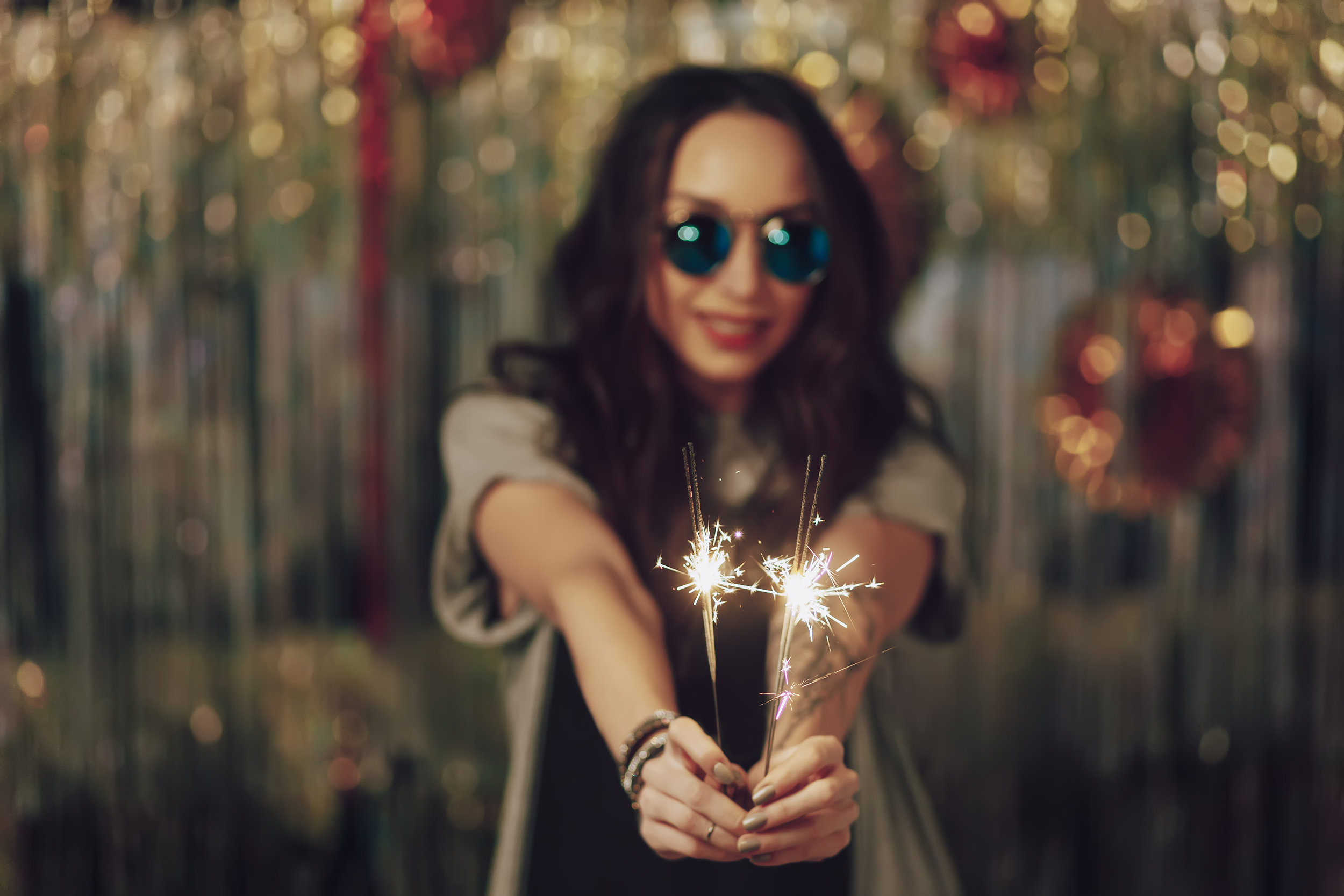 focus-on-woman-hands-holding-sparklers-PPYQHGC.jpg