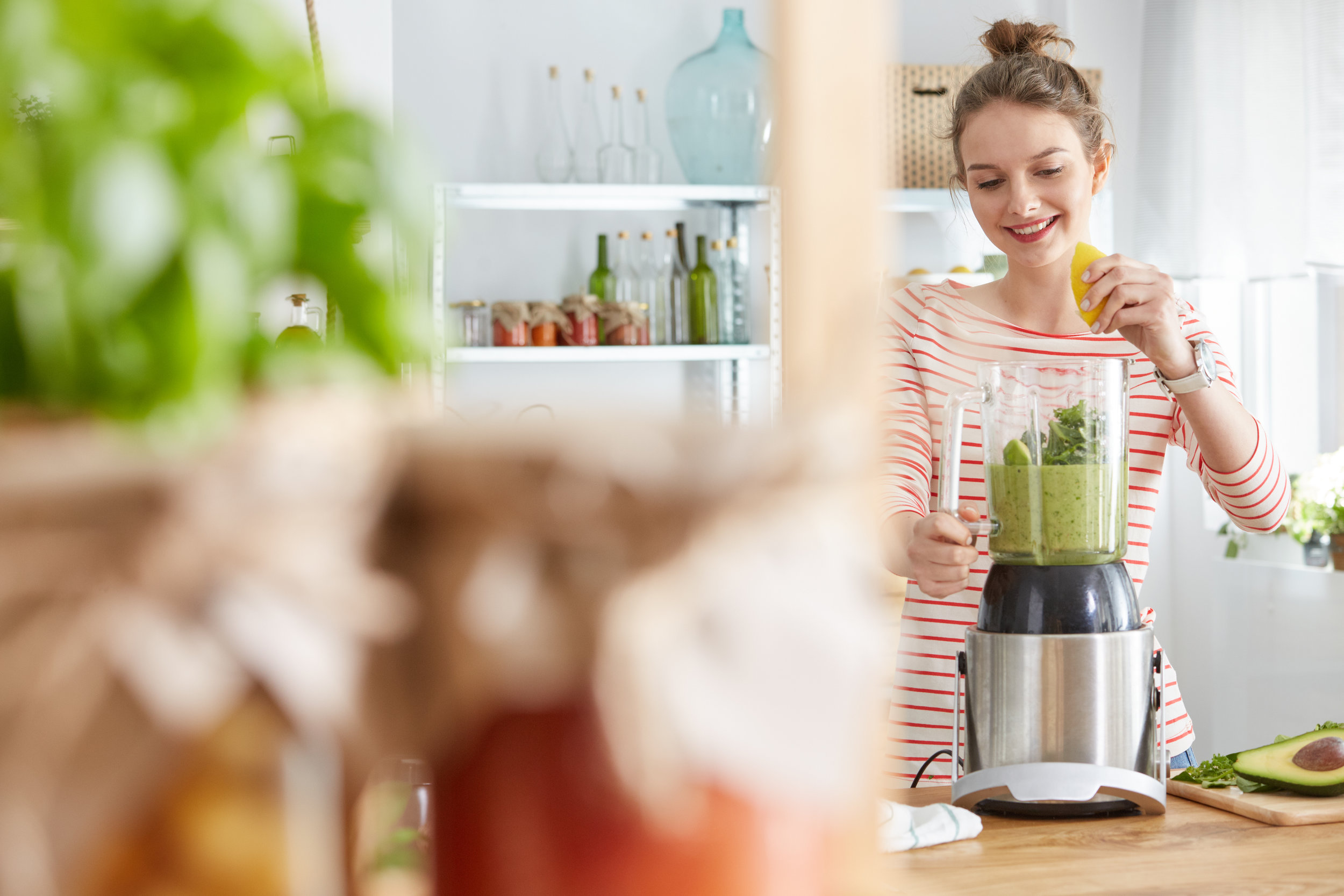 woman-making-vegetable-smoothie-PR7U4MU.jpg