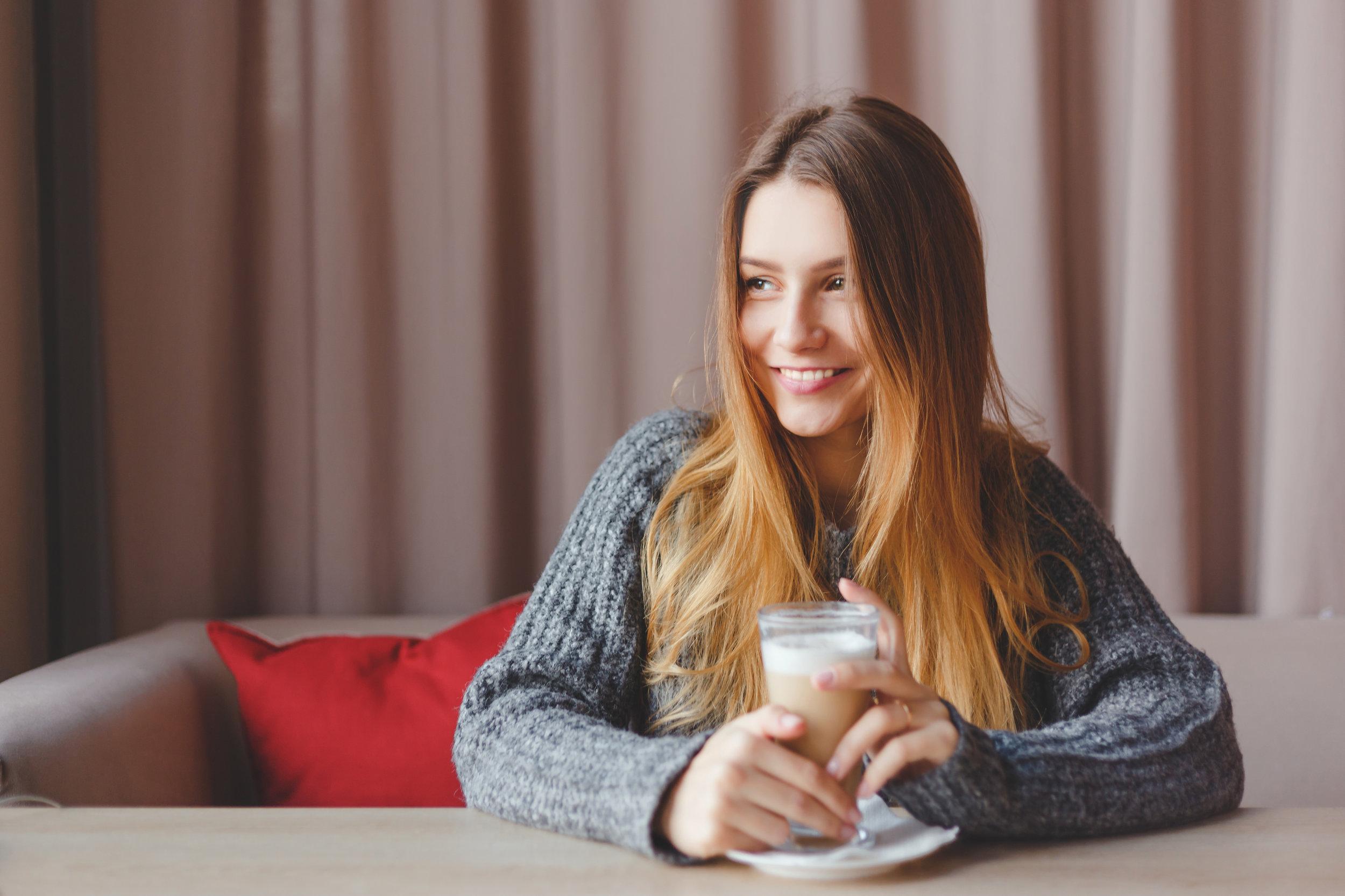 romantic-winter-girl-in-knitted-sweater-dreams-PJ5SWQL.jpg