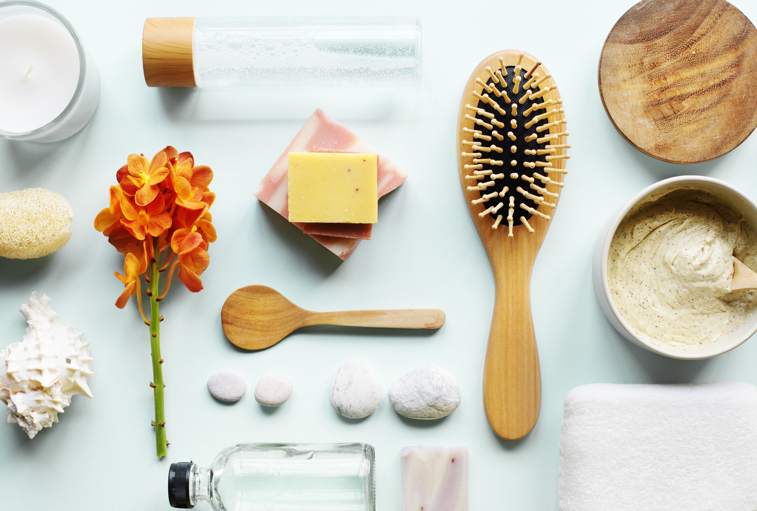 skincare-aromatherapy-objects-flatlay-PJHNT2A.jpg