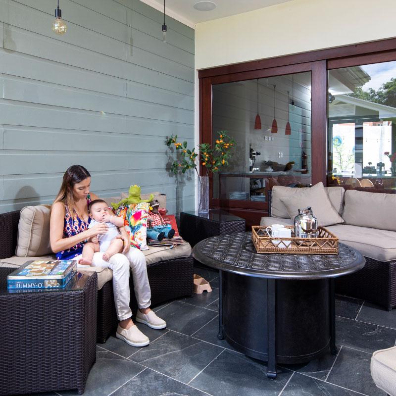 """""""Me hospede en Hotel Villa Los Candiles por trabajo y fue una excelente opción. Las habitaciones son grandes, modernas y cómodas. Está ubicado en una zona residencial pero cerca de tiendas, bares, restaurantes y otras opciones. Mis colegas y yo disfrutamos la calidad y el servicio acá.""""   - Huésped via TripAdvisor.com"""