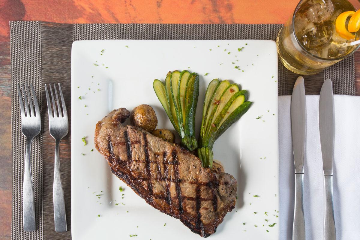 Veinti5-bistro-restaurant-in-Costa-Rica-steak.jpg