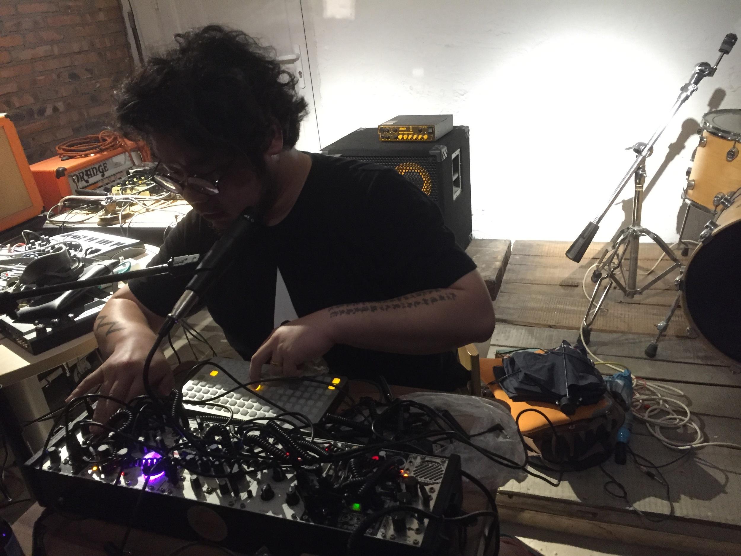 Meng Qi Live at fRUITYSPACE 04.28.16