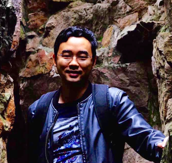 Jacques Qu lives in Beijing, works with numbers in the day and with words at night. Interested in fiction writing and literature translation.  Jacques will be translated for LOOK during September (and hopefully in the future).
