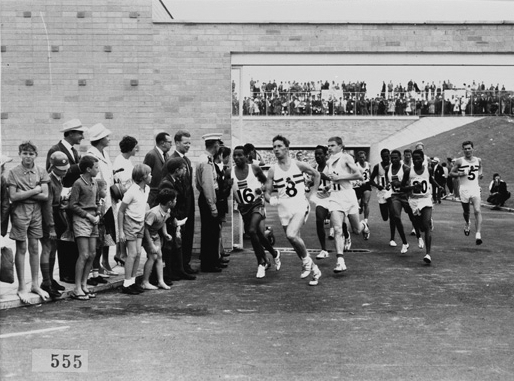 Athletes at the beginning of the marathon run. (Supplied: State Library of Western Australia)