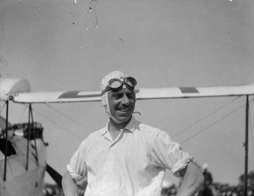 Hereward de Havilland at Maylands Aerodrome after winning the fastest time prize. (Supplied: Wikimedia Commons)