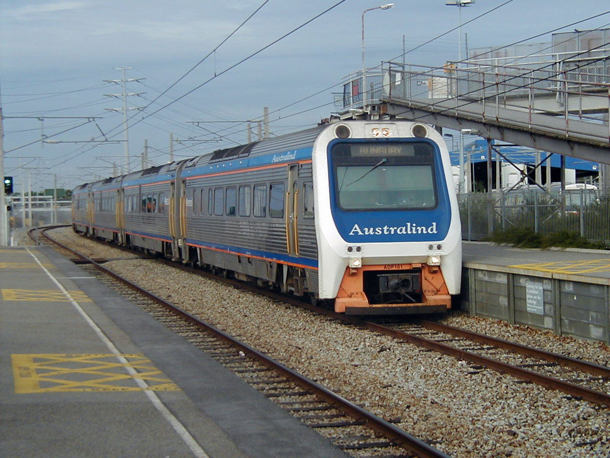 Transwa ADP/ADQ Australind service at Claisebrook railway station, April 2002, painted in their original 1985 livery when the class was introduced. (Supplied: Wikimedia Commons)