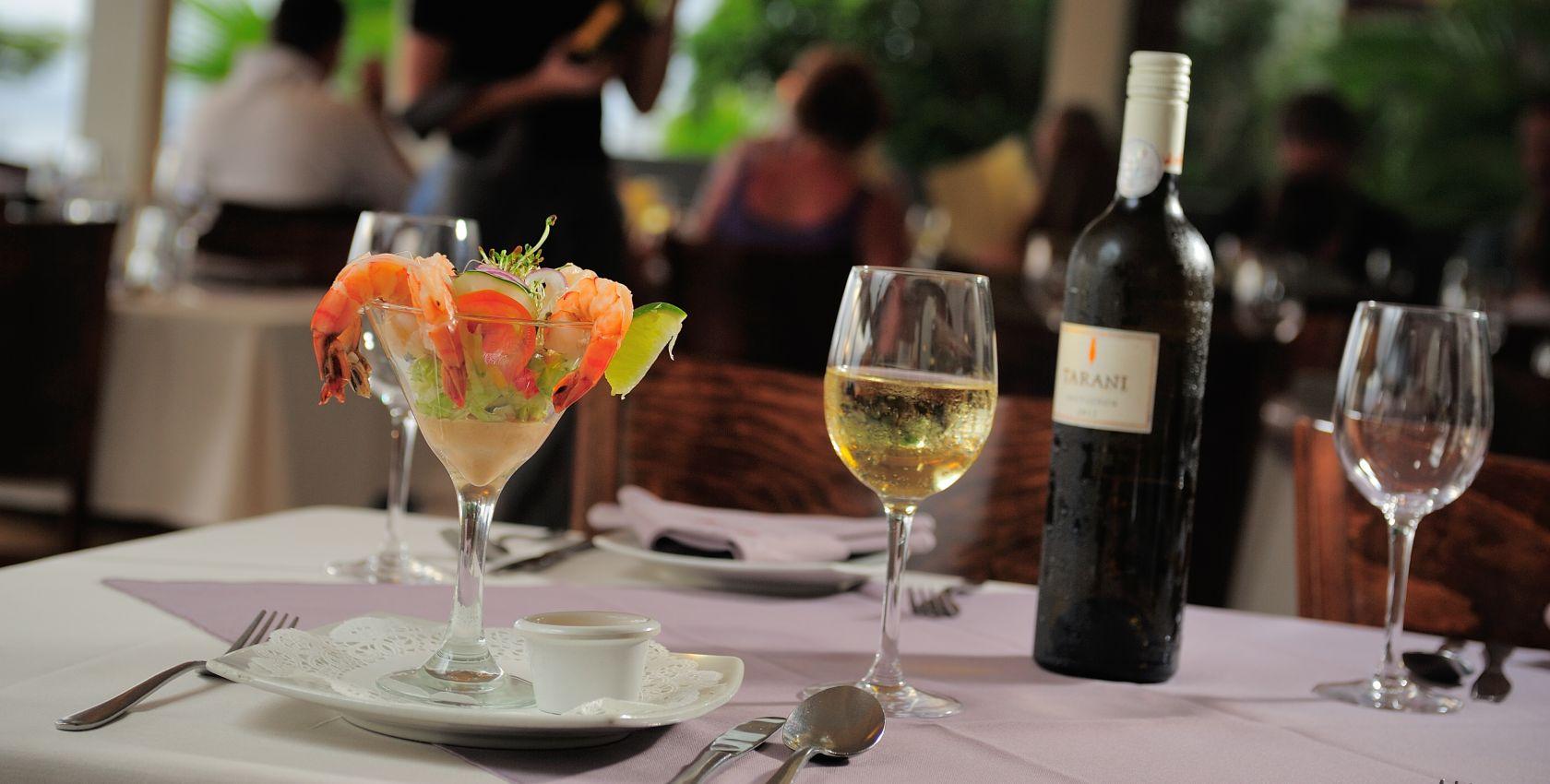 it-rains-fishes-bar-restaurant-2-xl.jpg