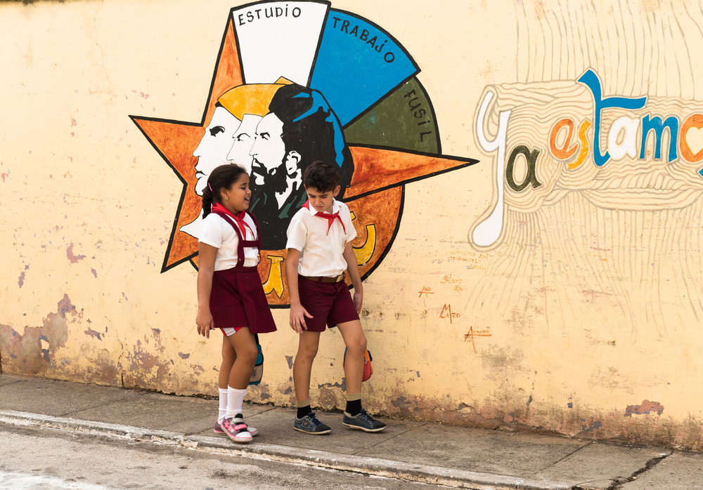 Cuba_Kids_Walking in the street_art