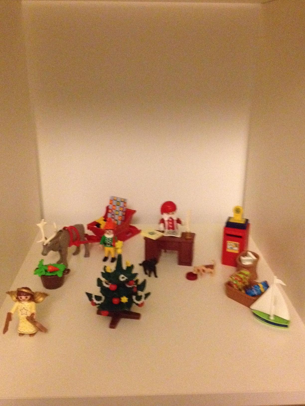 Playmobil for Christmas - Savannah Page