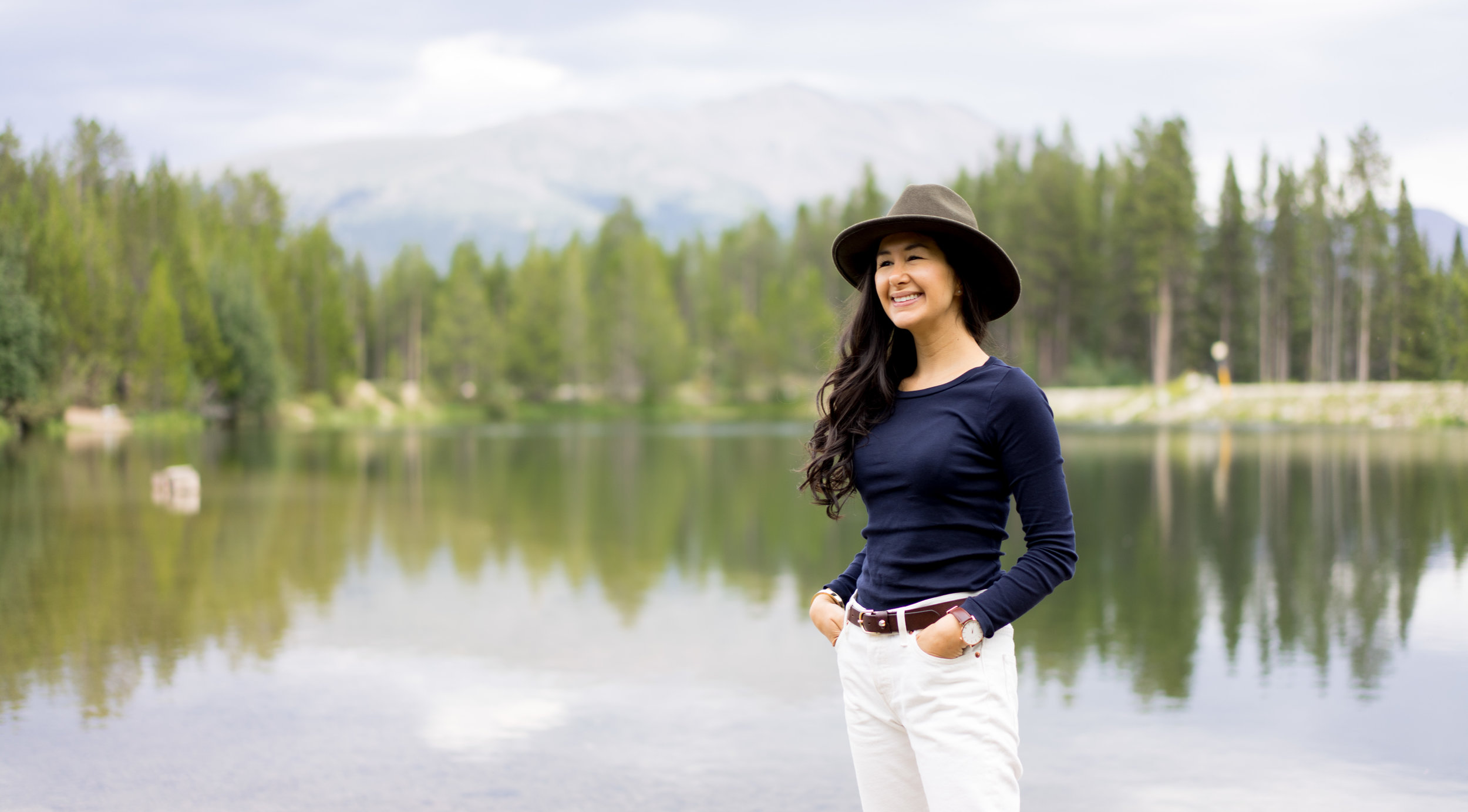 I wore my navy blue long-sleeve t, white Levi's 501 CT jeans, Forever 21 hat and Massimo Dutti belt.