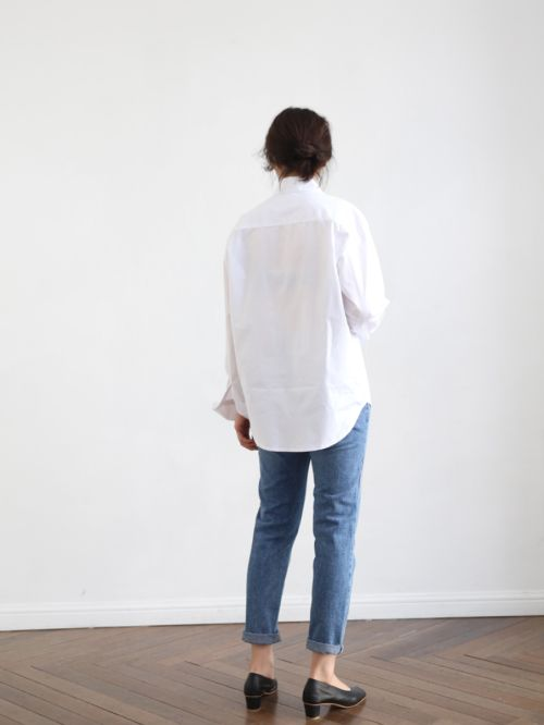 mom-jeans-white-shirt.jpg