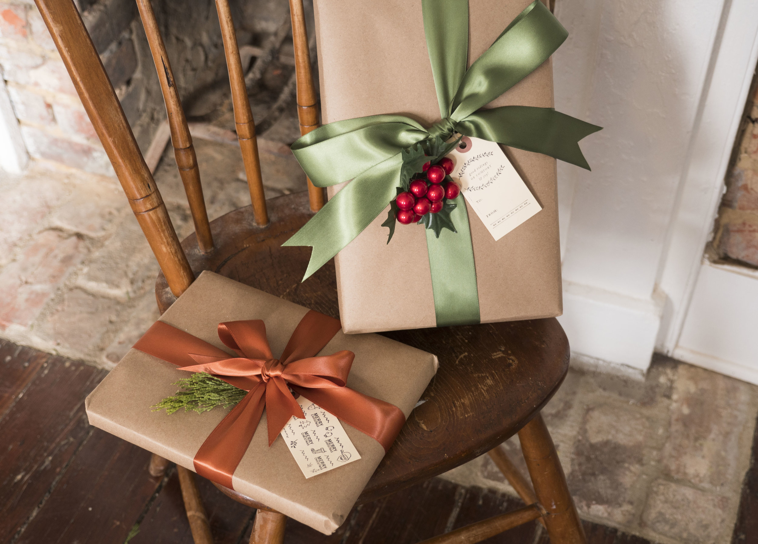 _1004681Wrapping_hacks_Classic_chic_wrapping_how_to_wrap_a_present.JPG