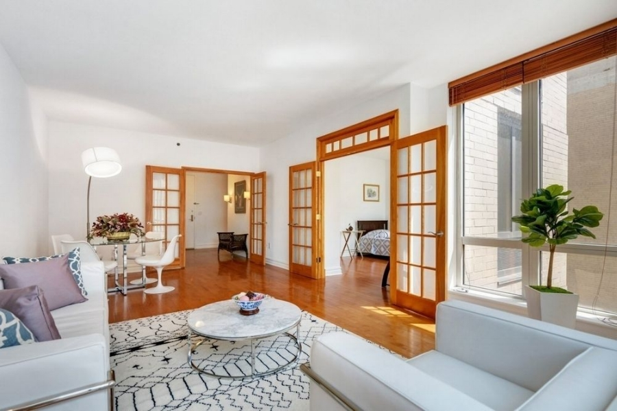 401 EAST 60th STREET, NEW YORK - FULL STAGE