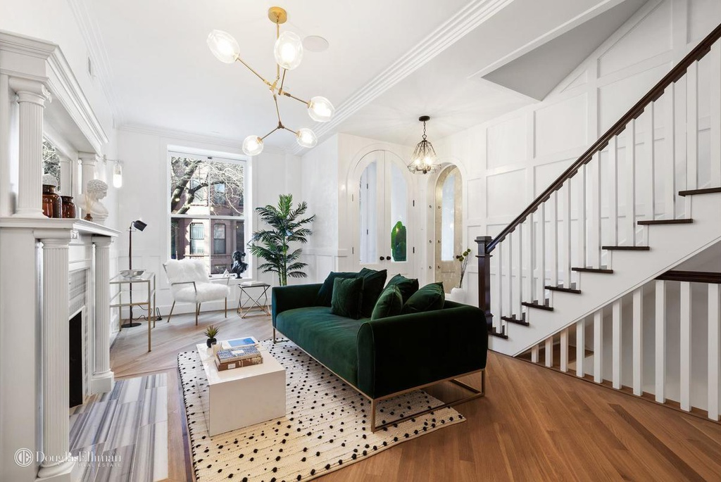 SOPHISTICATED GLAM IN CLINTON HILL -